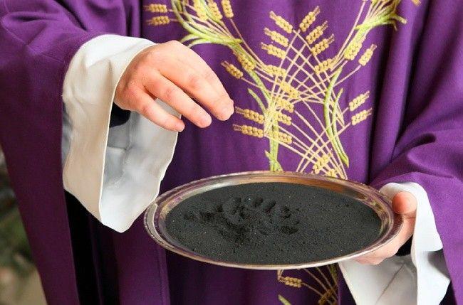 Dziś w Kościele katolickim Środa Popielcowa rozpoczynająca 40-dniowy Wielki Post