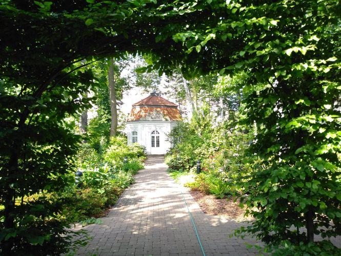 Altana w ogrodzie przy Domu Arcybiskupów Warszawskich